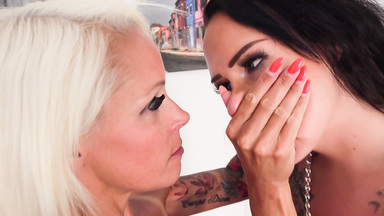 Smother extreme / Hand Over Mouth- Attack From The German Milf By Top Actress Sophie Logan And Sarah Star